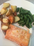 salmon with roasted potatoes and green beans